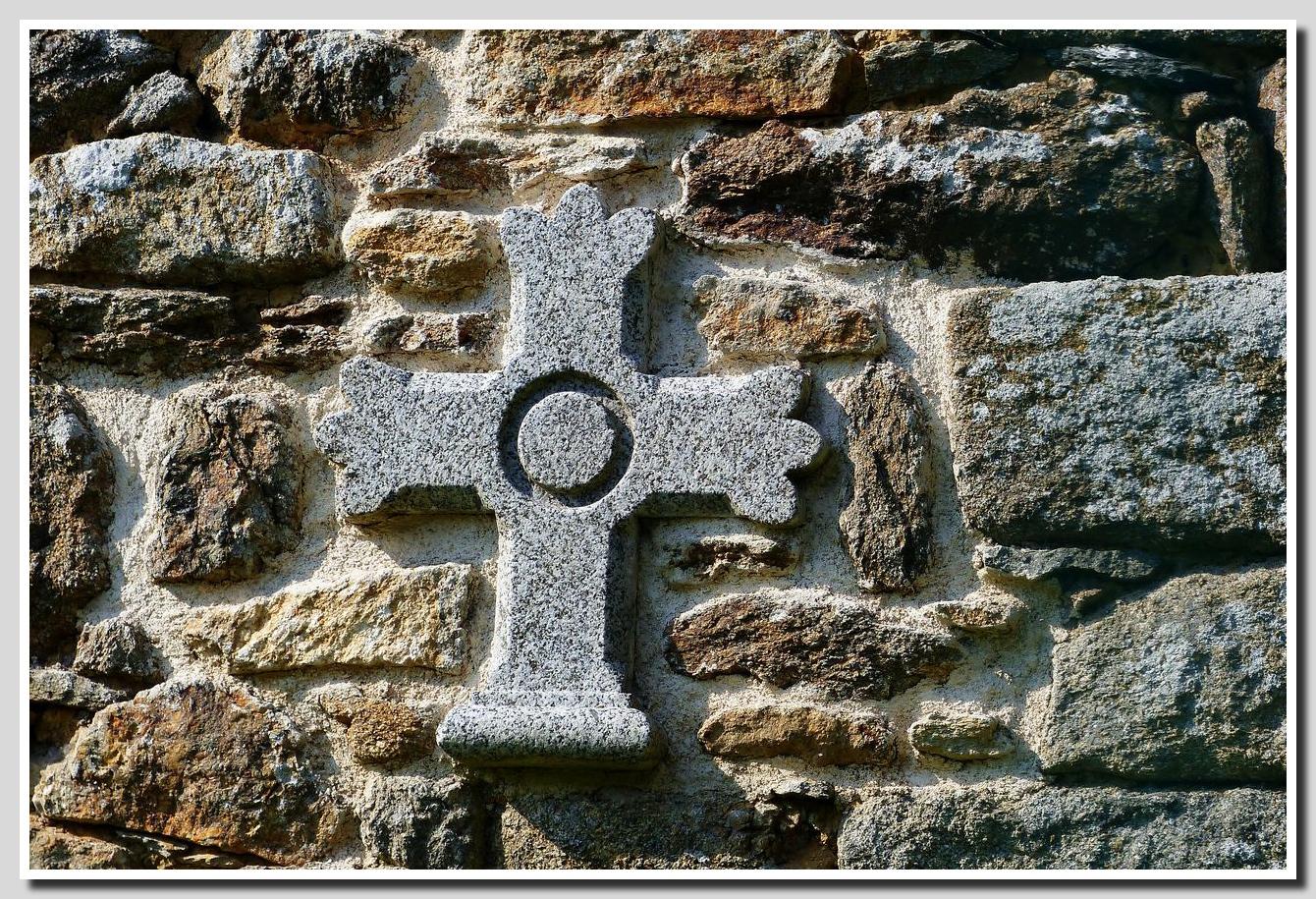 La croix de granite