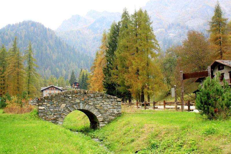 Le petit pont de pierres