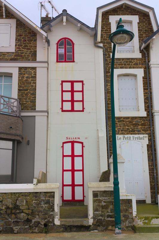 Maison troite sur le sillon saint mal mes images - Maison etroite ...