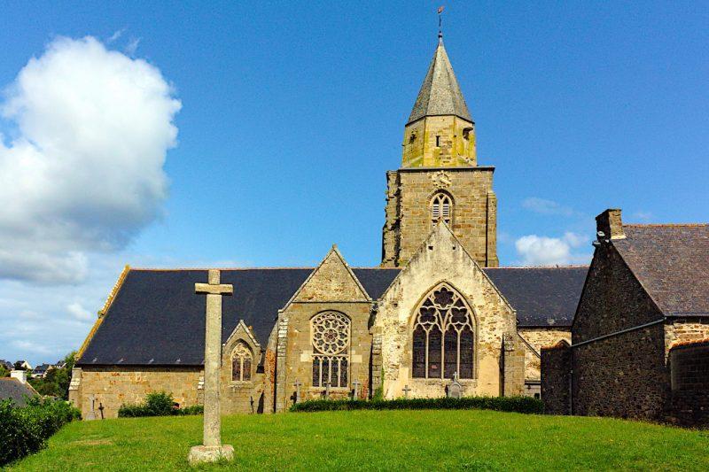 Le calvaire et l'église