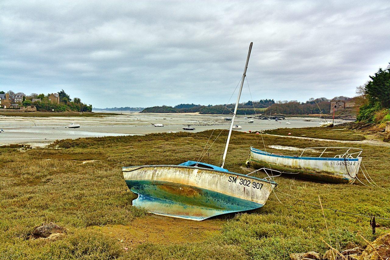 Marée basse au port du Guildo