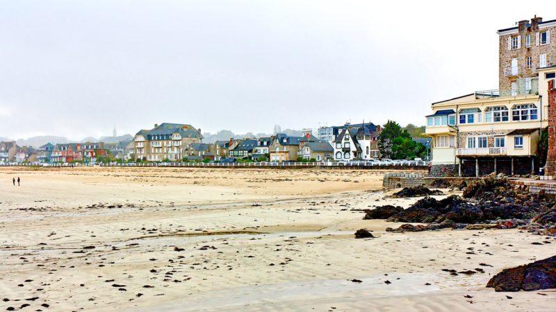 Quand la mer se retire sur la Grande-Plage de Saint-Cast-le-Guildo