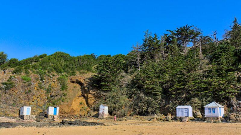 Cabines sur la plage de Caroual