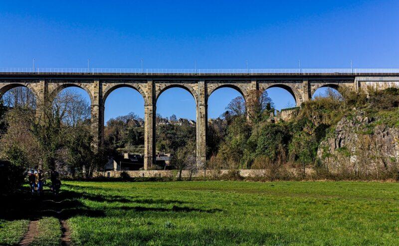 Viaduc de Dinan enjambant la vallée de la Rance