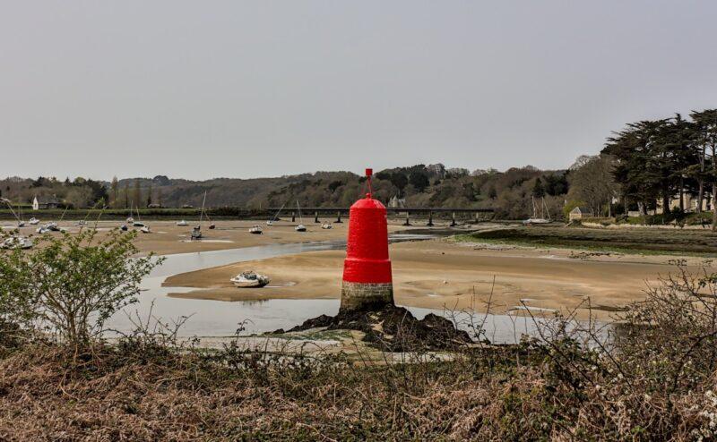 Balise bâbord sur l'estuaire du Douron