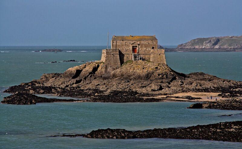 Le fort du Petit Bé dans la baie de Saint-Malo