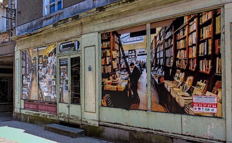 Ancienne librairie en trompe l'œil à Domfront