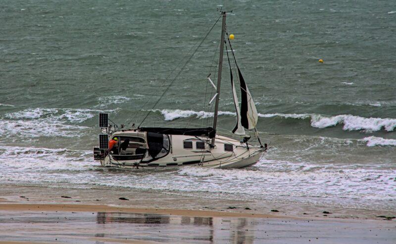 Le mouillage a cédé, le voilier s'est échoué
